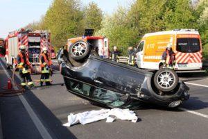 fw e pkw ueberschlagen auf der a52 richtung duesseldorf ein fahrer schwer verletzt 1 300x200 - PKW überschlagen auf der A52 Richtung Düsseldorf, ein Fahrer schwer verletzt