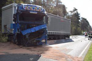 pol ni nienburg toedlicher verkehrsunfall auf der b 61 300x200 - Tödlicher Verkehrsunfall - Ehepaar stirbt bei Frontalcrash mit Lkw auf B 61