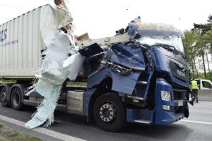 DSC 0121 300x200 - Schwerer Verkehrsunfall auf der BAB 33 mit 2 Verletzten und hohem Sachschaden