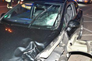 160617 Toedlicher Unfall Fliethstraße 3 768x514 300x201 - Schwerer Verkehrsunfall - Fußgänger bei illegalem Autorennen tödlich verletzt - drei Tatverdächtige Festgenommen