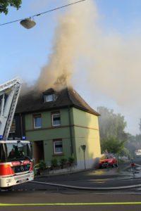 fw mettmann dachstuhlbrand in einem einfamilienhaus 200x300 - Dachstuhlbrand in einem Einfamilienhaus